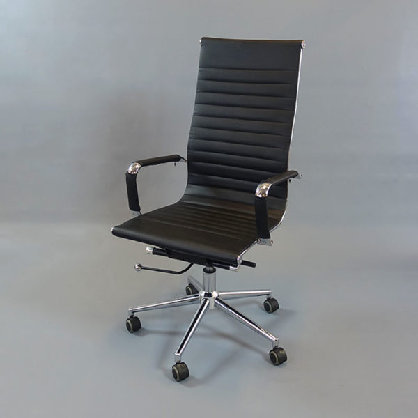 Konferensstolar nya. Chromas är en snygg och modern arbetsstol/kontorsstol som även funkar bra som konferensstol. Stolen har svart konstläder med en tunn stoppning samt höj- och sänkbar sitthöjd och gungfunktion.