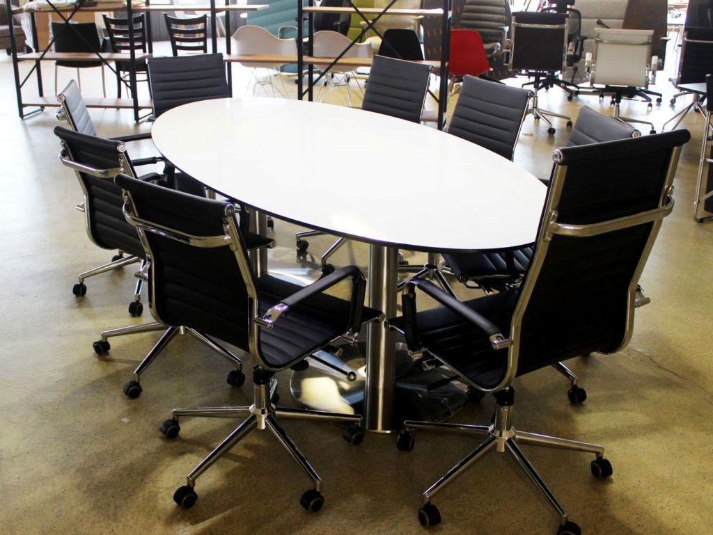 BBS-Begagnade Kontorsmöbler expanderar sitt lager - Konferensbord med stolar