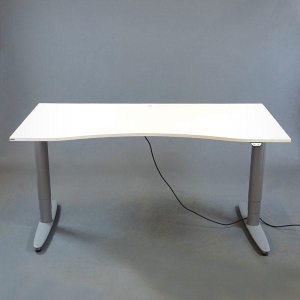 Eldrivna skrivbord från Kinnarps