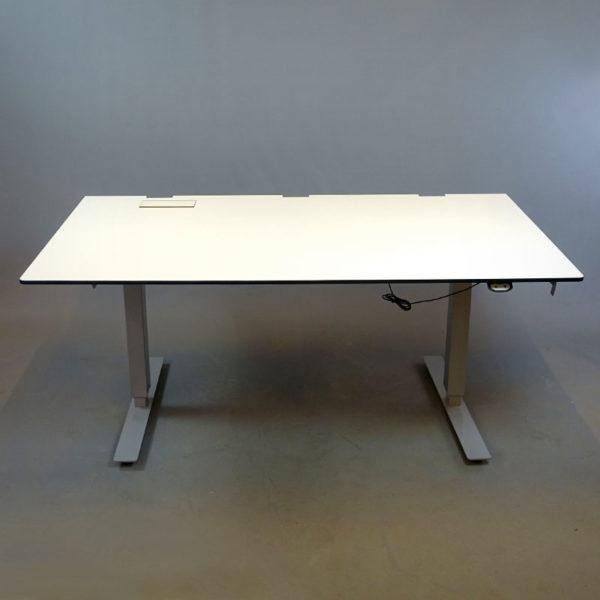 Begagnat eldrivet skrivbord 160 cm