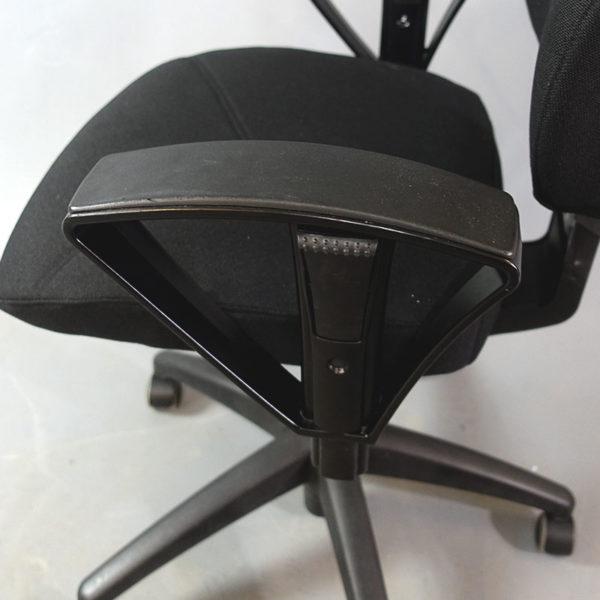 Kontorsstolar Kinnarps begagnade - Begagnade omklädda kontorsstolar - Kinnarps kontorsstolar låg rygg med armstöd