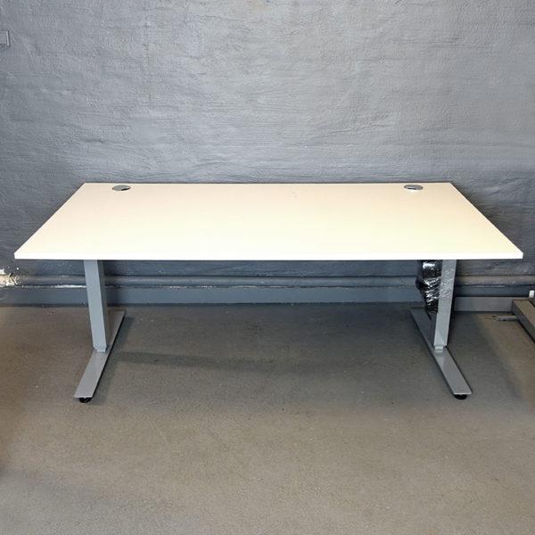 Begagnade eldrivna skrivbord 180 cm