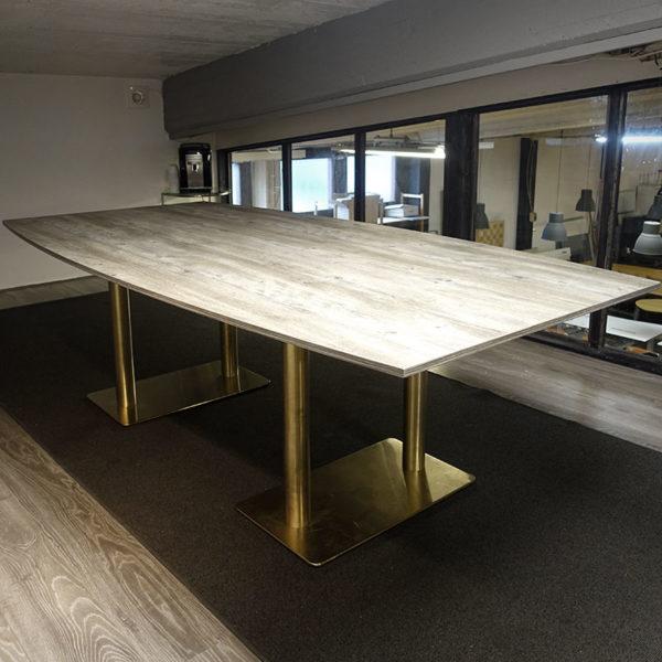 Båtformat konferensbord nytt