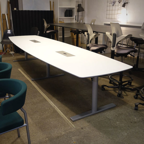 Begagnat vitt konferensbord 420 cm
