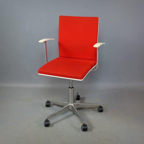 Begagnade röda konferensstolar med hjul