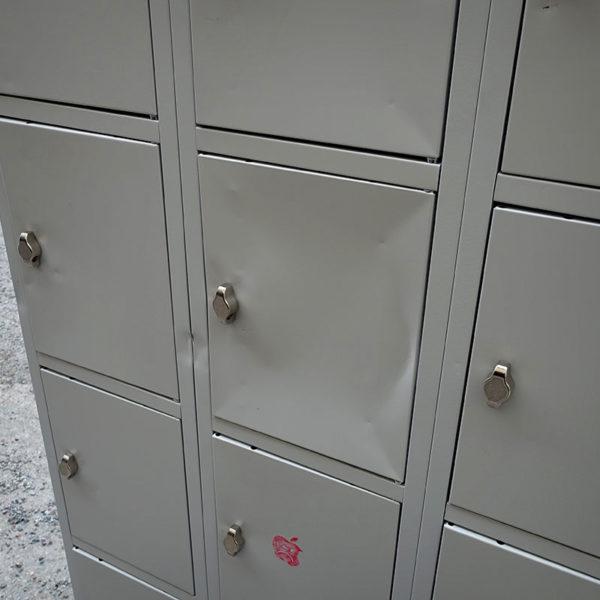 Begagnade plåtskåp små dörrar