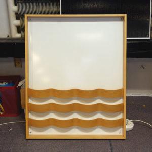 Begagnad whiteboard med broschyrställ