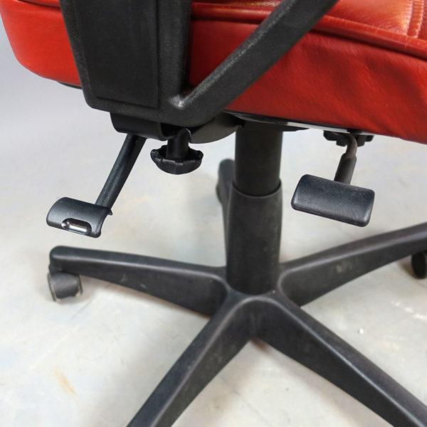Begagnade kontorsstolar Kinnarps 8000 rött läder