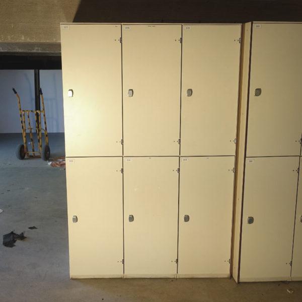Begagnade klädskåp med 6 dörrar
