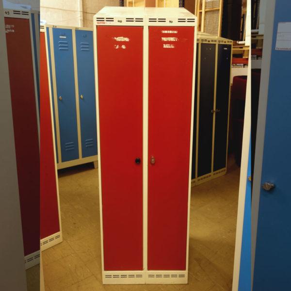 Begagnat rött klädskåp Witre