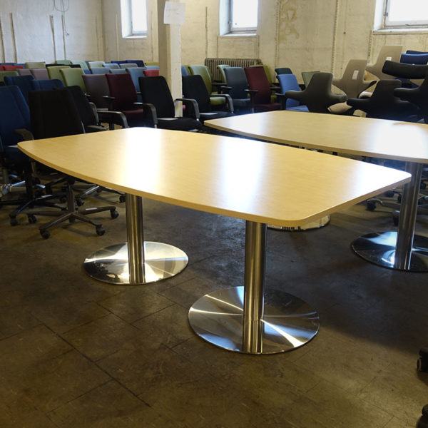 Konferensbord med pelarstativ