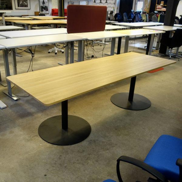 Begagnat konferensbord med skiva från Hay