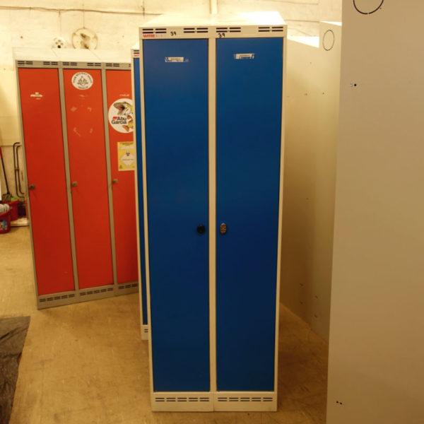 Begagnade blåa klädskåp Witre