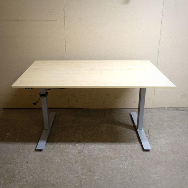 Begagnade eldrivna skrivbord 140 cm