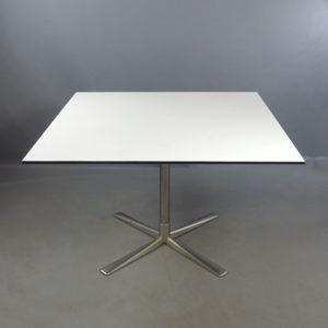 Begagnat bord Gärsnäs
