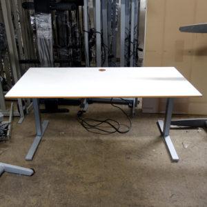 Begagnade eldrivna skrivbord 160 cm