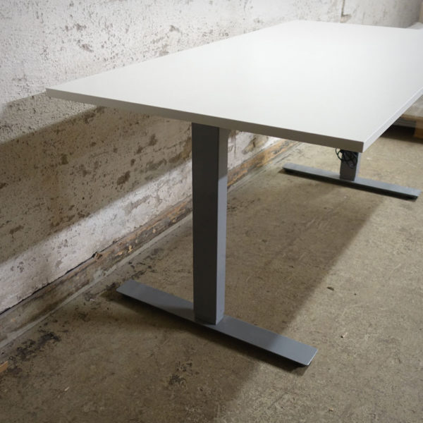 Begagnade eldrivna skrivbord 160x80 cm