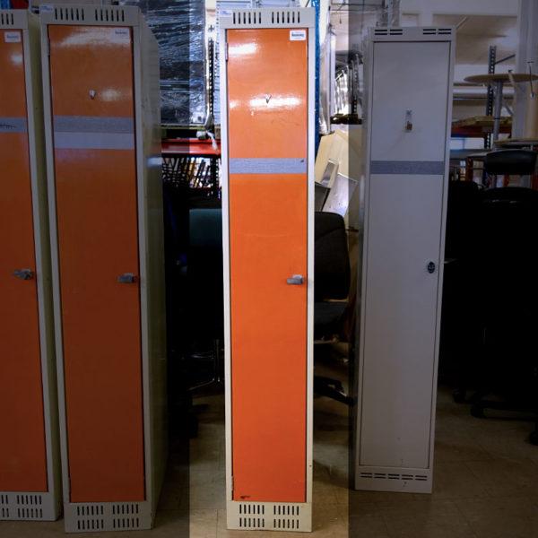 Begagnade klädskåp i oranget från Mora Plåtprodukter