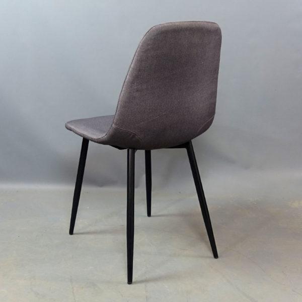 Begagnade stolar med svarta ben