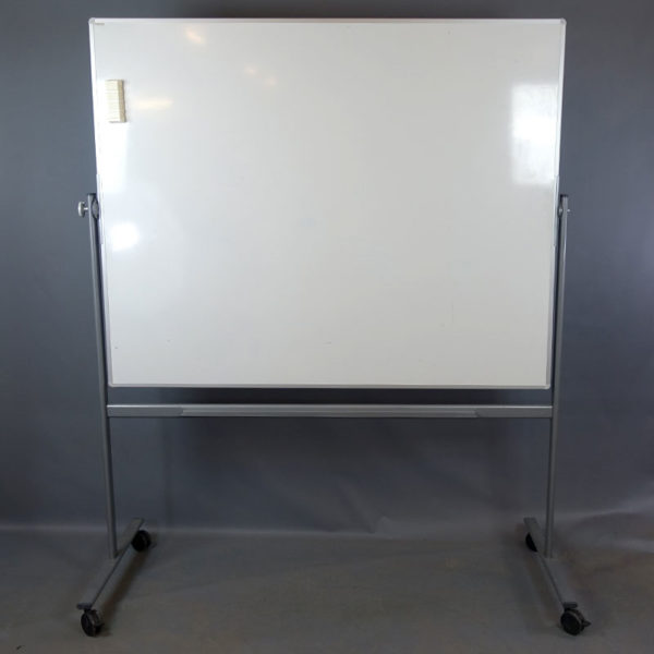 Begagnad dubbelsidig whiteboard