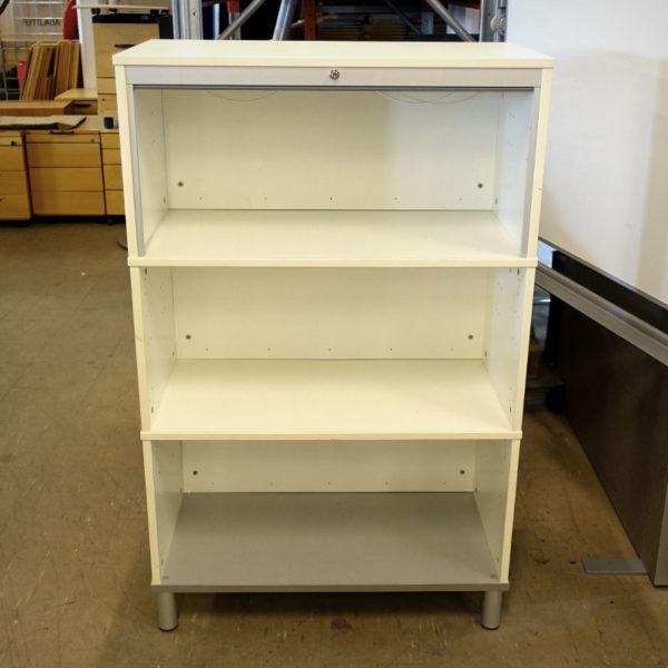 Begagnad vit förvaring med jalusi från IKEA