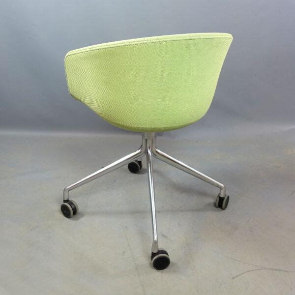 Begagnade gröna sittmöbler med hjul