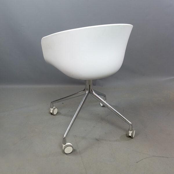 Begagnade vita sittmöbler med hjul