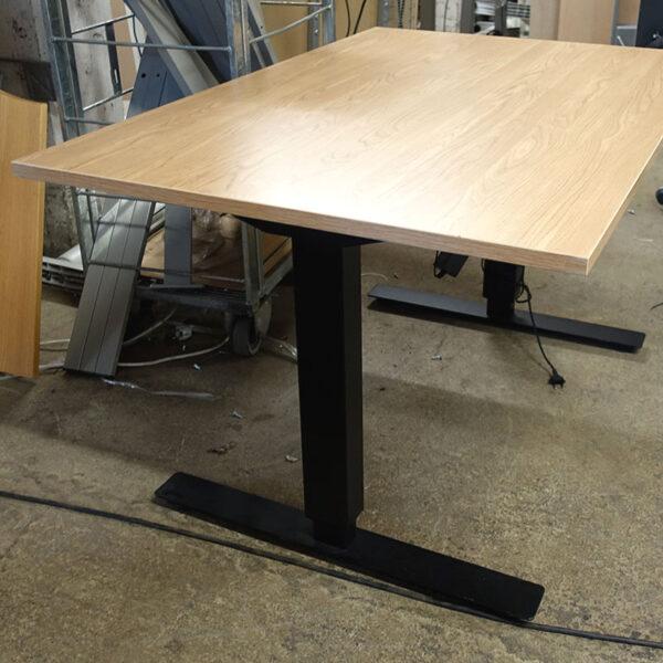 Begagnade eldrivna skrivbord 120x80 cm