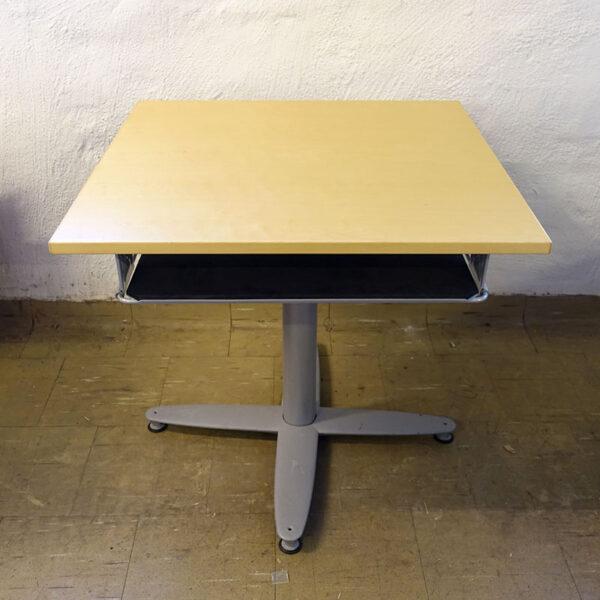 Begagnat bord med tilläggsskiva Kinnarps