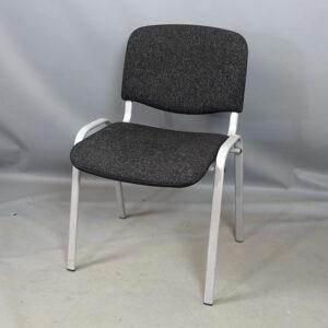 Begagnade gråa konferensstolar
