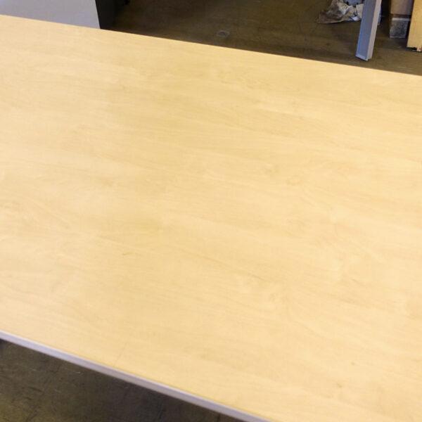 Begagnade skrivbord Kinnarps Asto 120x80 cm