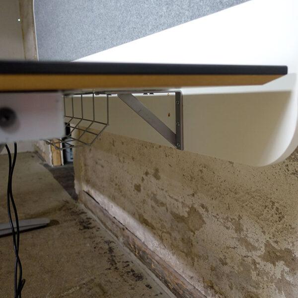 Begagnat elbord med bordsskärm 160x90 cm