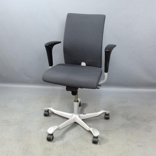 Begagnade kontorsstolar HÅG H04 med ljusgrått kryss