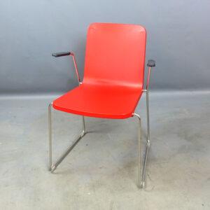 Röda stolar Skandiform Pompidoo med armstöd