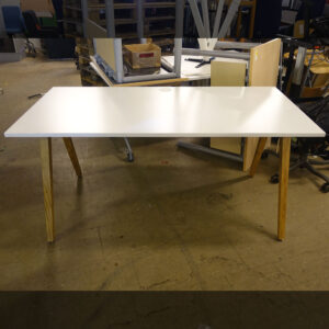 Begagnade skrivbord Kinnarps Oberon 160x80 cm