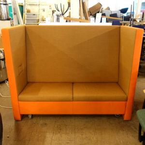 Begagnad orange soffa