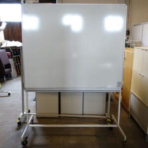 Begagnad whiteboard på hjul Abstracta