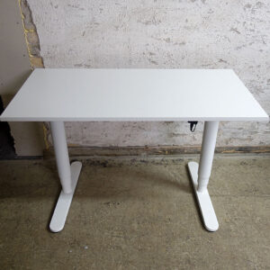 Begagnade eldrivna skrivbord Bekant 120x60 cm