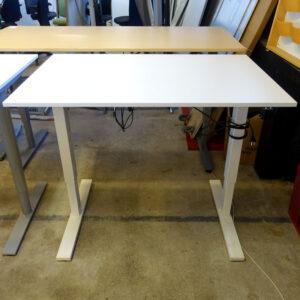 Eldrivna skrivbord begagnade 120x80 cm