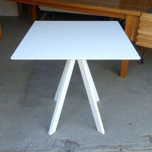 Begagnat vitt bord 69x69 cm