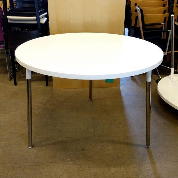 Begagnade bord med rund skiva Ø105 cm