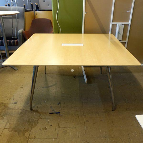 Begagnat konferensbord Skandiform 140x140 cm