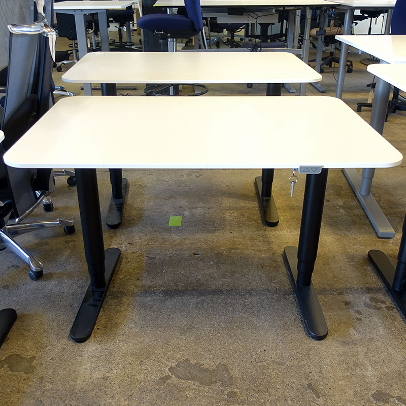 Begagnat eldrivet skrivbord IKEA Bekant 120x80 cm