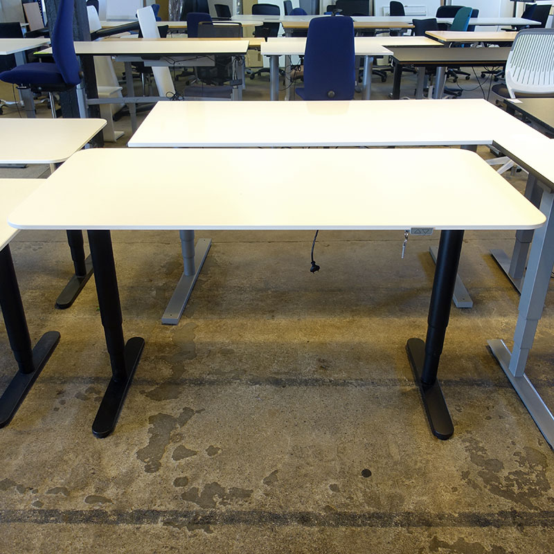 Begagnat eldrivet skrivbord IKEA Bekant 160x80 cm